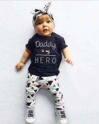 Baby-Outfit mit Spruch | Daddy is my Hero